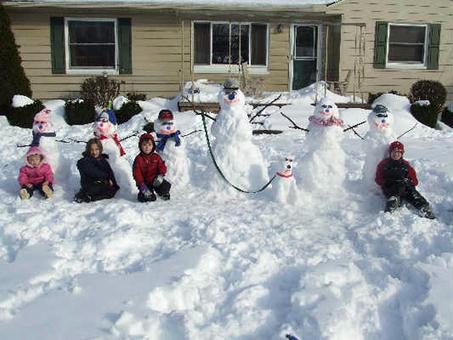 Botzman_family_snowmen
