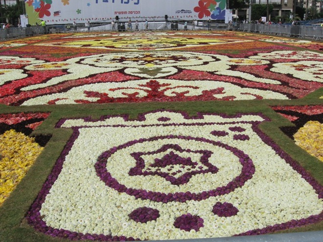 FlowerCarpetinTelAviv03