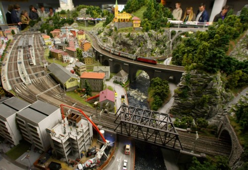 model train set g01 500x343 The Miniatur Wunderland Hamburg   The Worlds Biggest Model Train Set