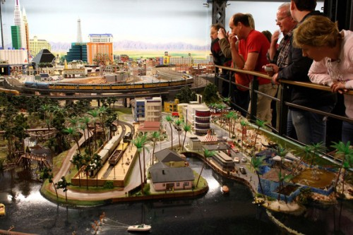 model train set g04 500x333 The Miniatur Wunderland Hamburg   The Worlds Biggest Model Train Set
