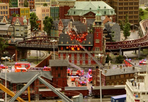 model train set g12 500x343 The Miniatur Wunderland Hamburg   The Worlds Biggest Model Train Set