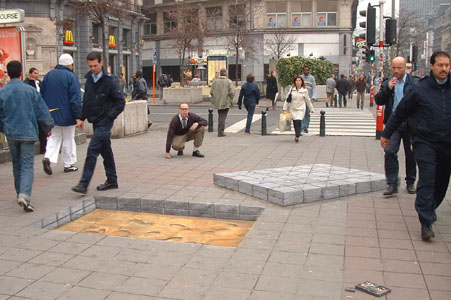 3D Illusion Street Art by Julian Beever