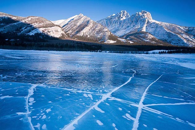 Amazing Photos of a Frozen Canadian Lake
