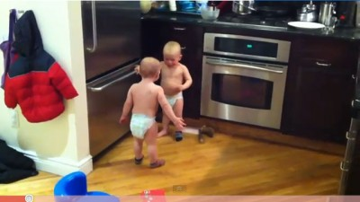 Hilarious - twin baby boys have a conversation